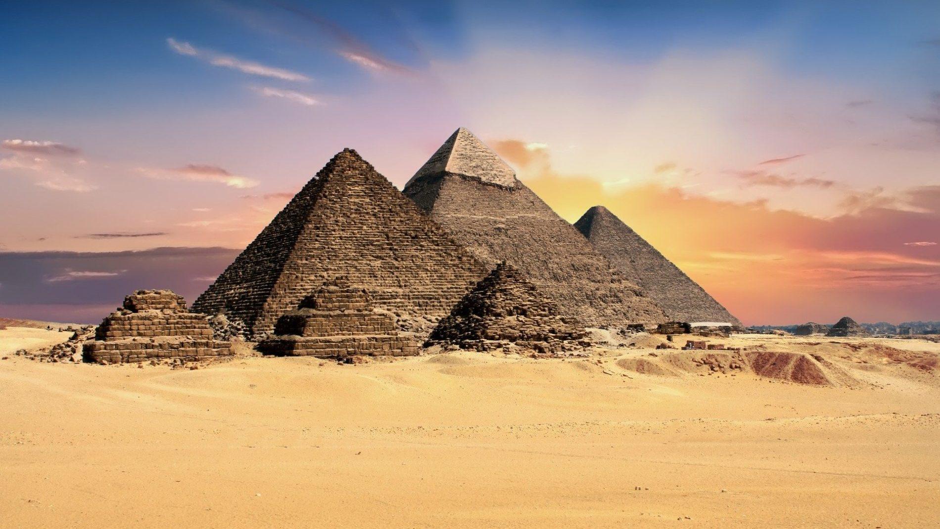02 1900x1069 - Почему египетские пирамиды считаются чудом света?