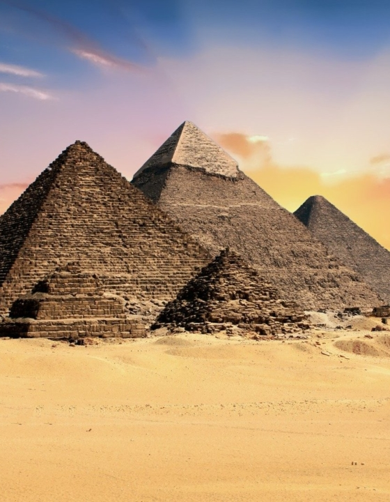 Почему египетские пирамиды считаются чудом света?