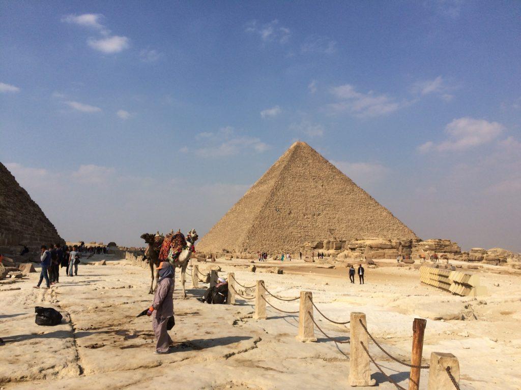 ahmad ajmi c AeMB f01Q unsplash 1024x768 - Почему египетские пирамиды считаются чудом света?