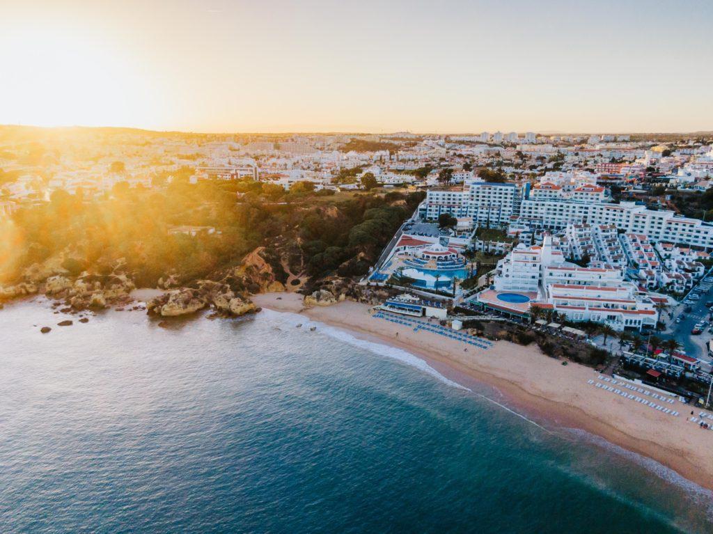 humphrey muleba  NnWiyyZGiE unsplash 1024x767 - Португалия - страна мечты!