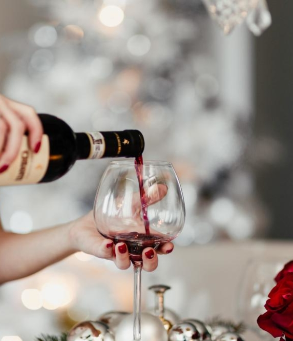 В Грузии до 25 декабря всем туристам по бутылке вина