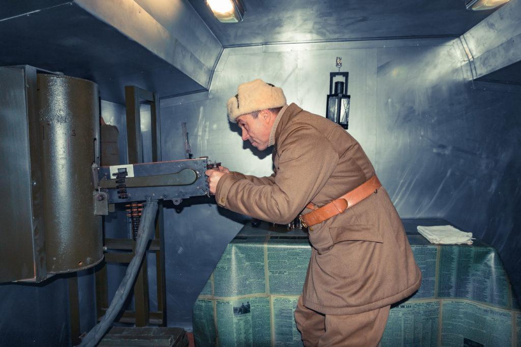 наш бронепоезд пулемет