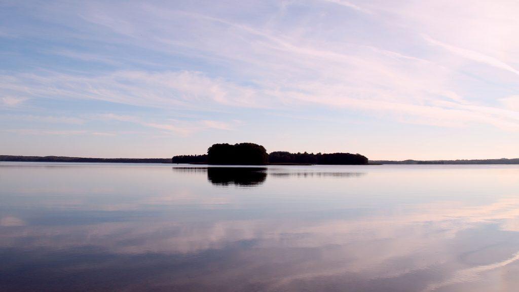 озеро мядель закат