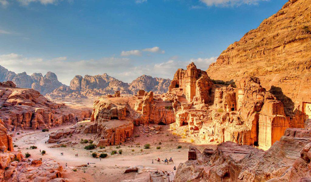 petra3 0 min 1 1024x602 - Что посмотреть в Иордании: рецепт идеального путешествия